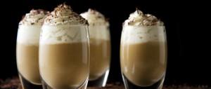 Préparation de la crème au café façon liégeois