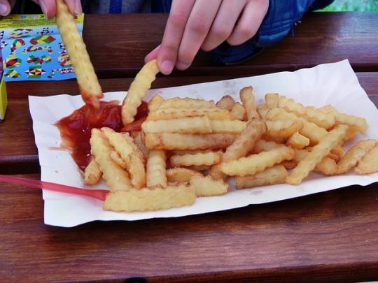 frites avec du ketchup